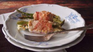 roladki szparagowe z kurczakiem i boczkiem w sosie śmietanowym