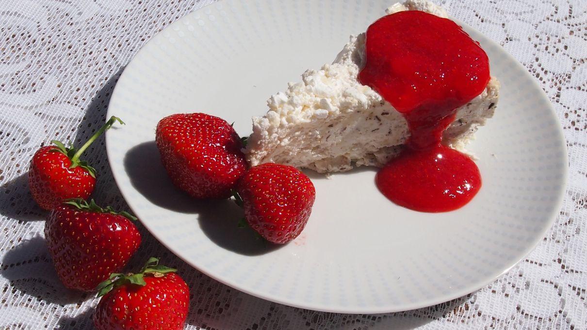 tort bezowy z orzechami laskowymi