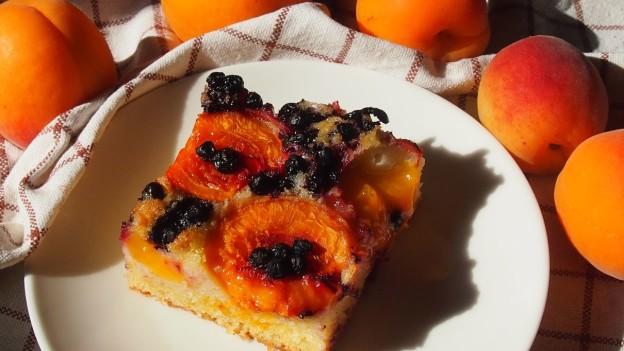 ciasto z morelami i jagody