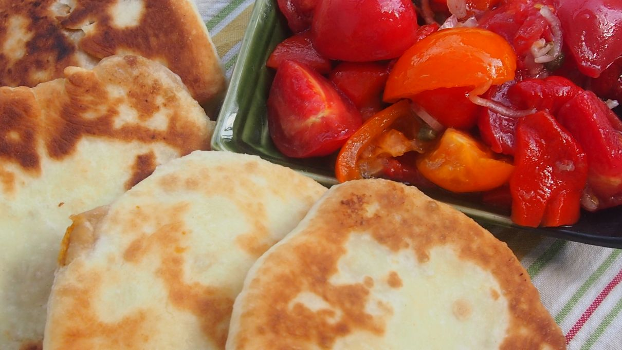 sałatka z pomidorów i pieczonej papryki