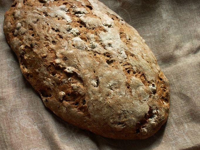chleb na zakwasie z bakaliami
