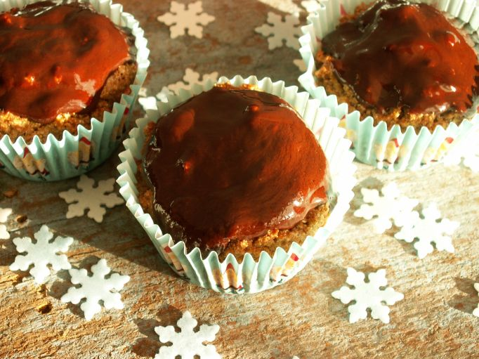 pełnoziarnista muffina piernikowa z suszonymi śliwkami