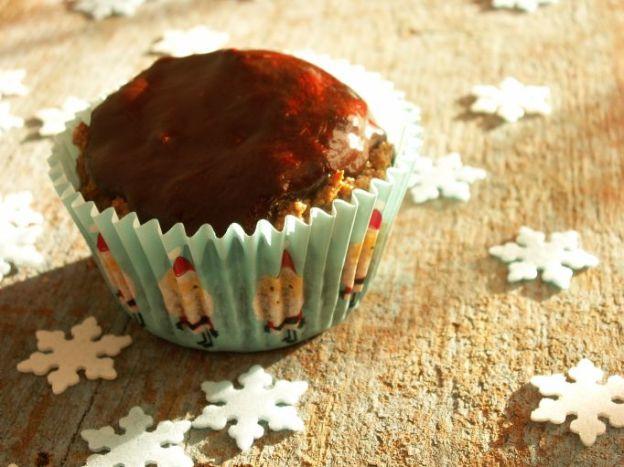 Pełnoziarniste muffiny piernikowe z suszonymi śliwkami