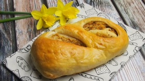 chlebek z mięsem i kapustą kiszoną