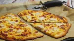pizza z białym sosem