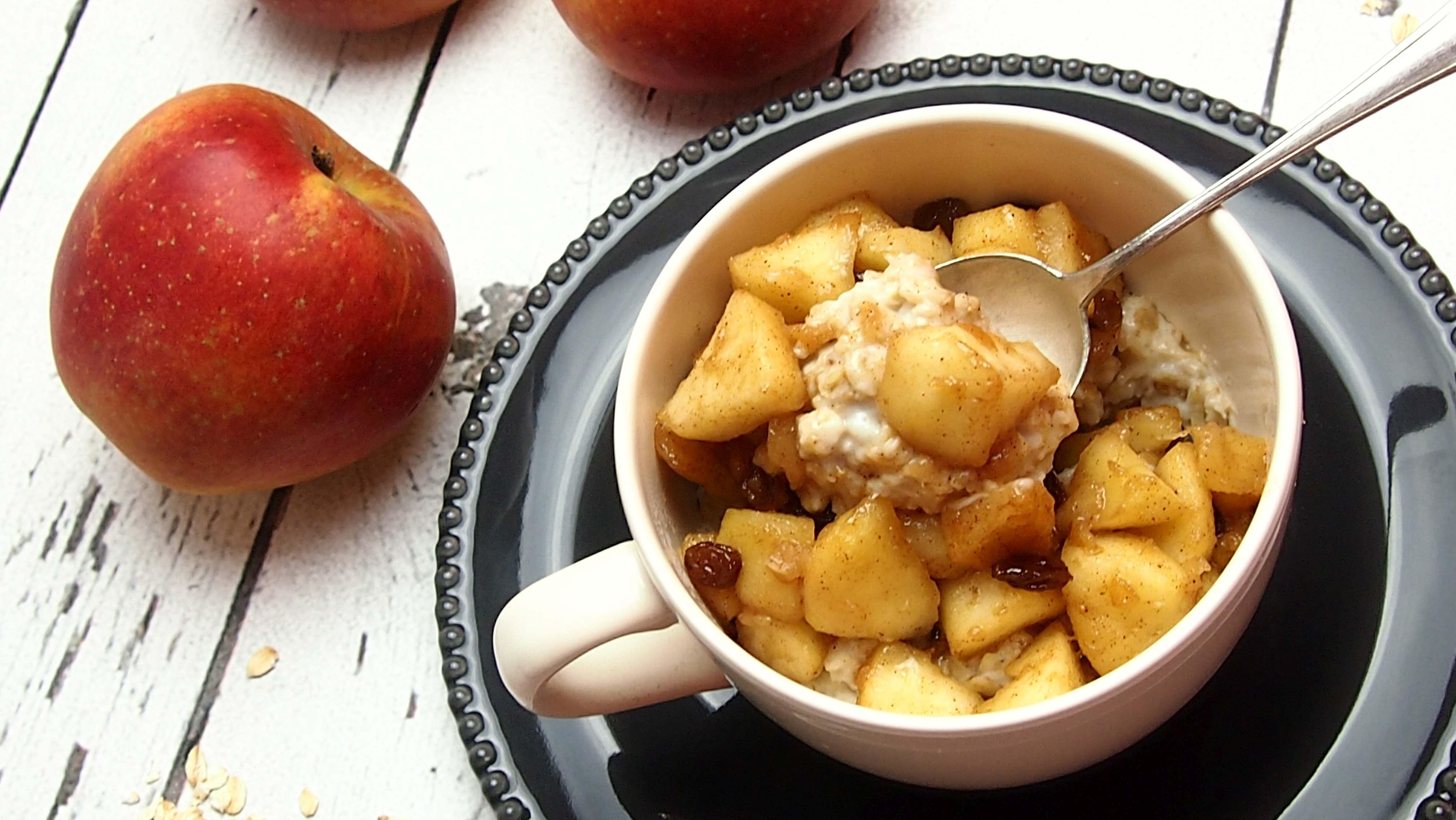 owsianka z karmelizowanymi jabłkami