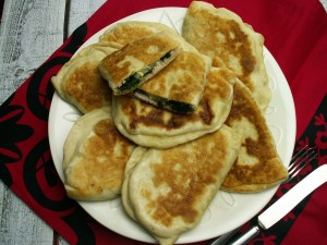 Smażone chlebki z szynką i szpinakiem