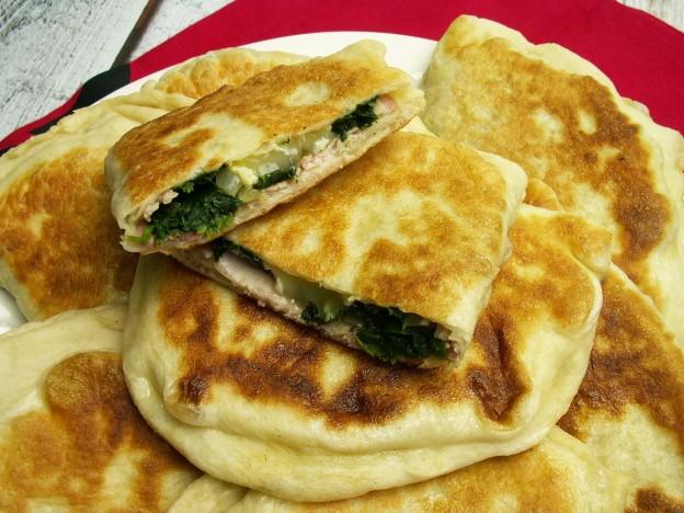 Nadziewane chlebki z szynką i szpinakiem