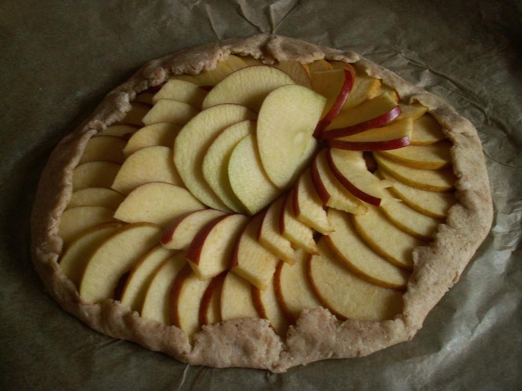 tarta z jabłkami i słonym karmelem