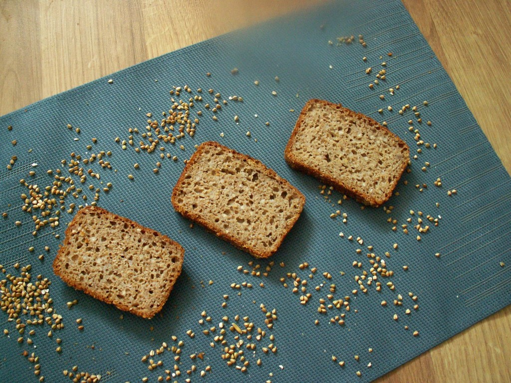 Orkiszowy chleb z kaszą gryczaną na zakwasie