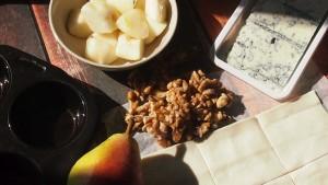 gorgonzola, gruszka i orzechy włoskie