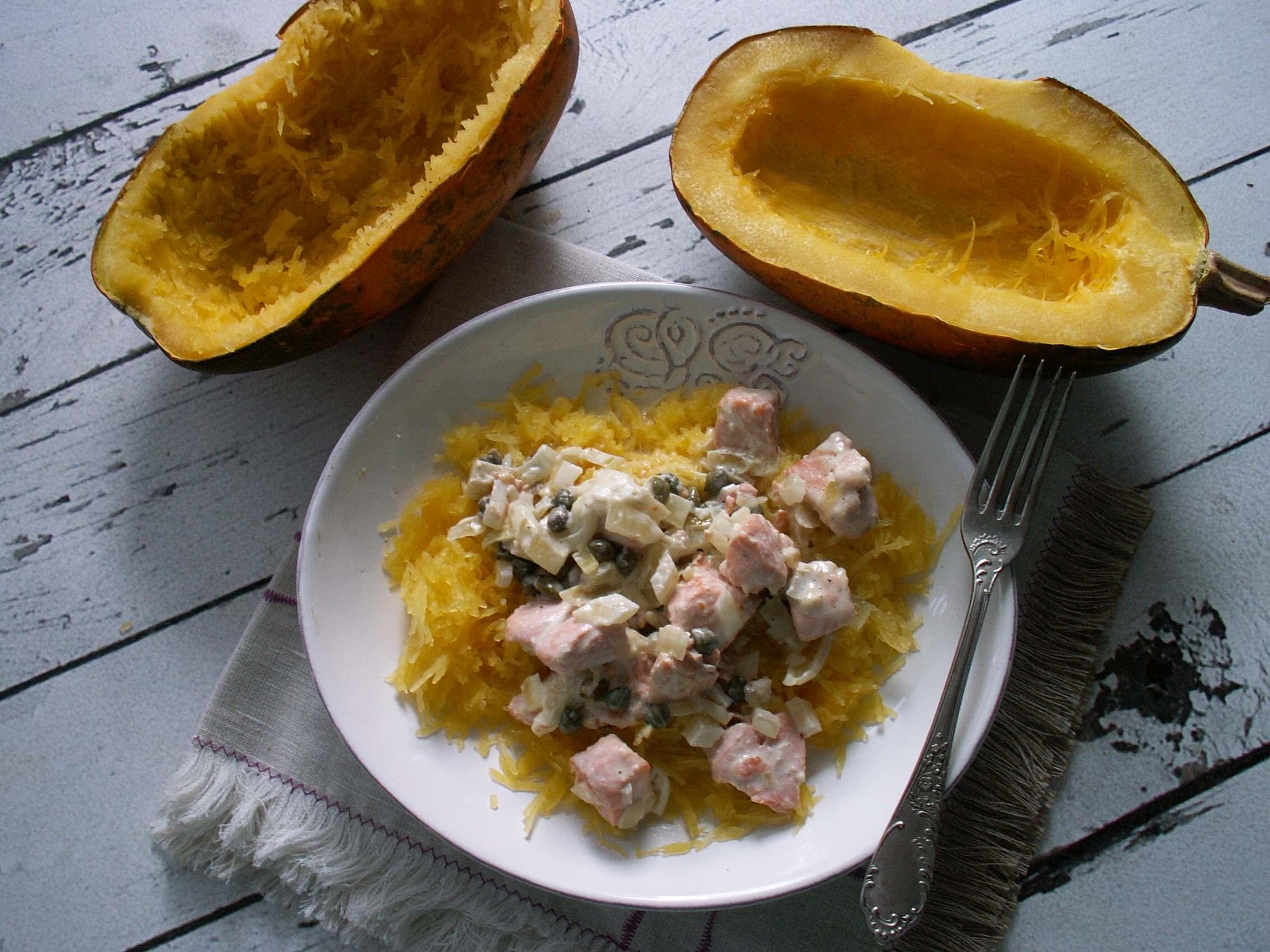 Dynia makaronowa i sos z łososiem