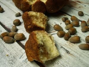 odrywane bułeczki z cynamonem i orzechami