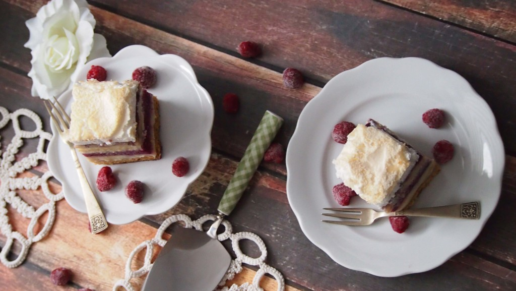 Pychotka czyli ciasto z masą waniliową i malinami
