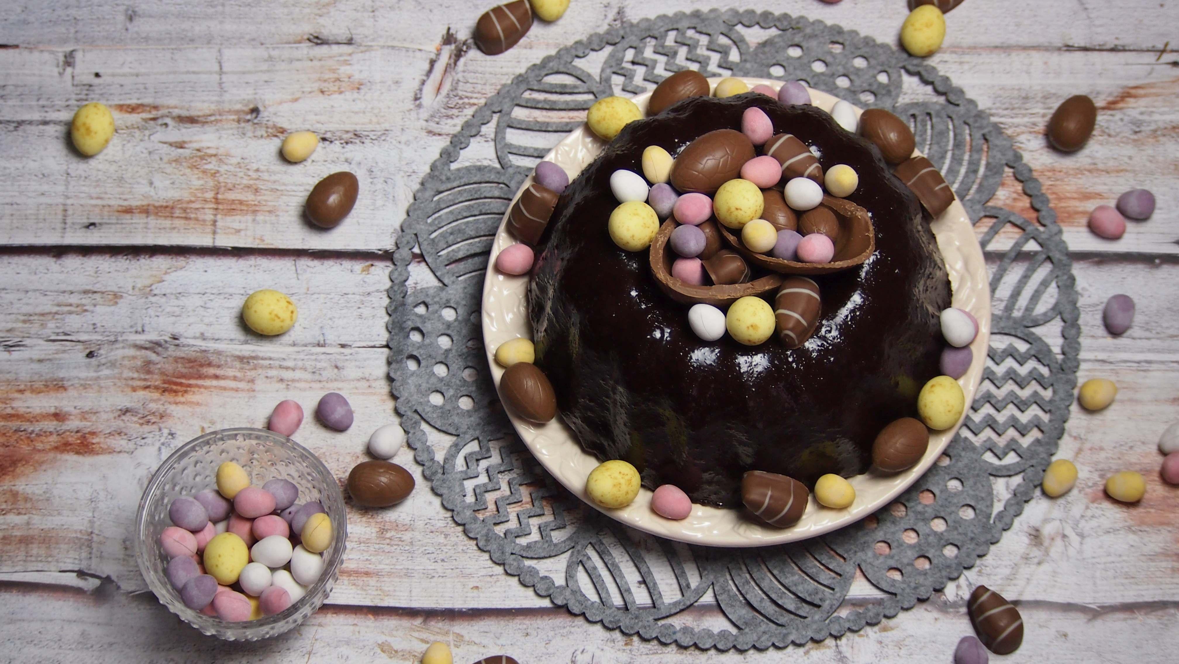 czekoladowa babka z błyszczącą polewą