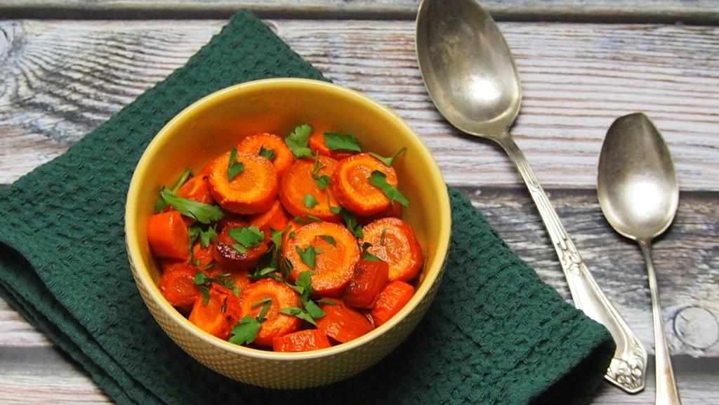 pieczona marchewka z syropem klonowym