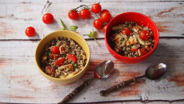 Pyszna sałatka z quinoa, soczewicy i fasolki szparagowej