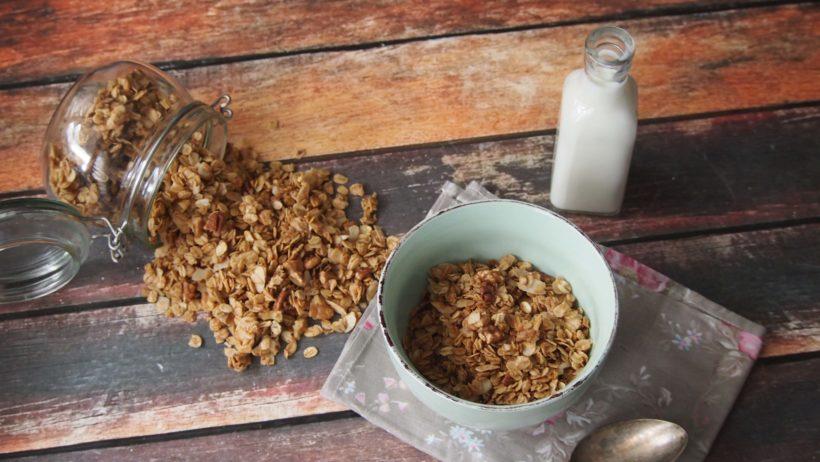 Granola z orzechami - chrupiąca i pyszna