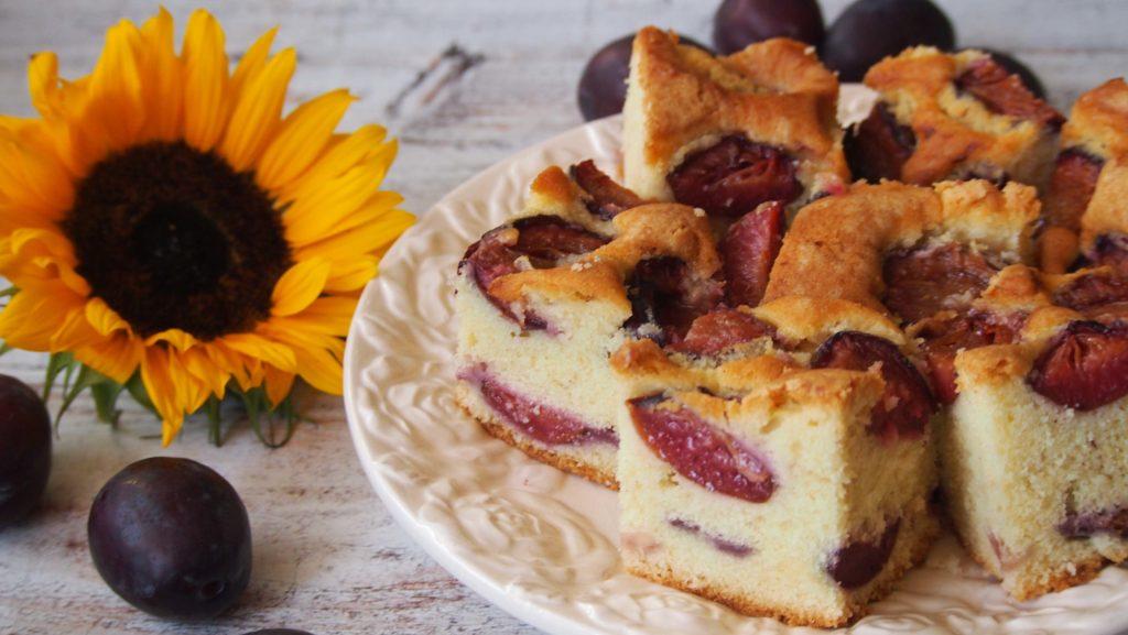 przepis na pyszne ucierane ciasto ze śliwkami