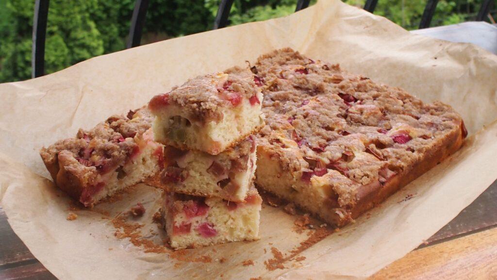 ciasto rabarbarowe z cynamonową kruszonką